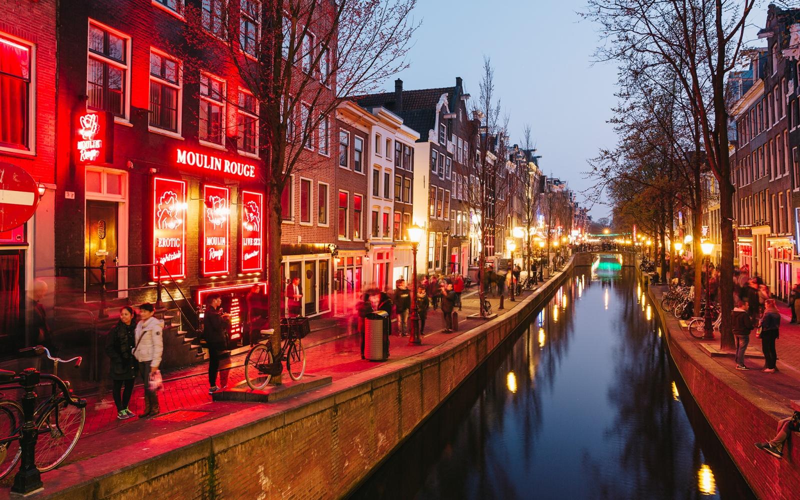 Quartiere a luci rosse amstredam tours for Dormire a amsterdam consigli